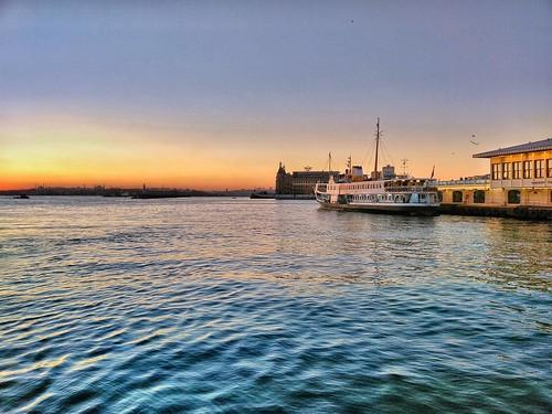 tb kadıköy istanbul sahil sunset sun vapur ferry iskele turkey turkiye deniz sea red blue water