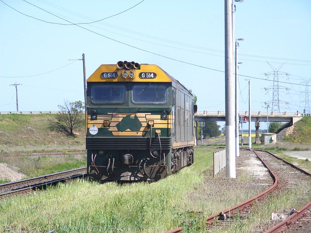 G514 heads for Ballarat light engine by bukk05