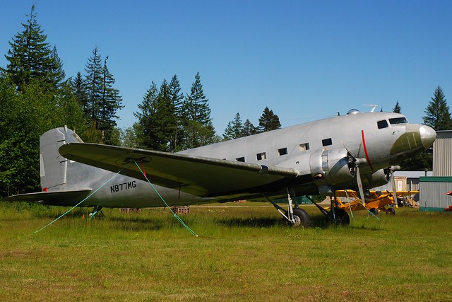 N877MG@Campbell River/BC 09Jun12