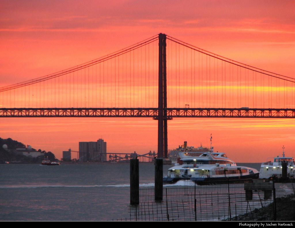 Ponte 25 de Abril @ Sunset, Lisbon, Portugal