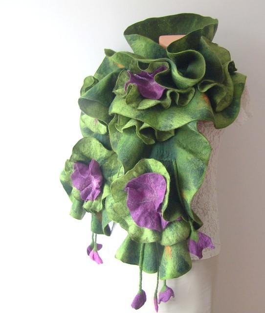 Felted ruffle scarf - Green Purple flower