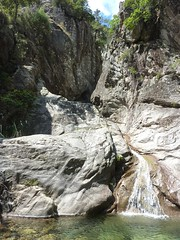 En haut de la cascade initiale, vue vers l'amont et le boyau rocheux supérieur