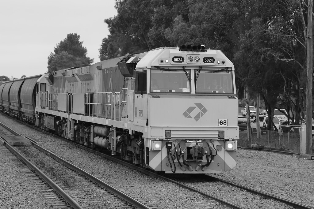 5024 and 5022 on an empty coal service @ Maitland by Nathan Hurn