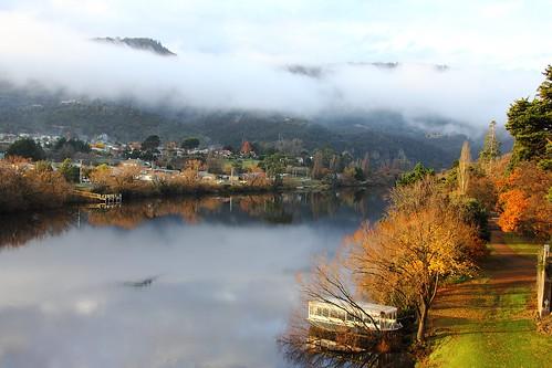 autumn mist clouds reflections river view derwentvalley australia scene vista tasmania derwentriver riverderwent newnorfolk canoneos550d trainsintasmania stevebromley