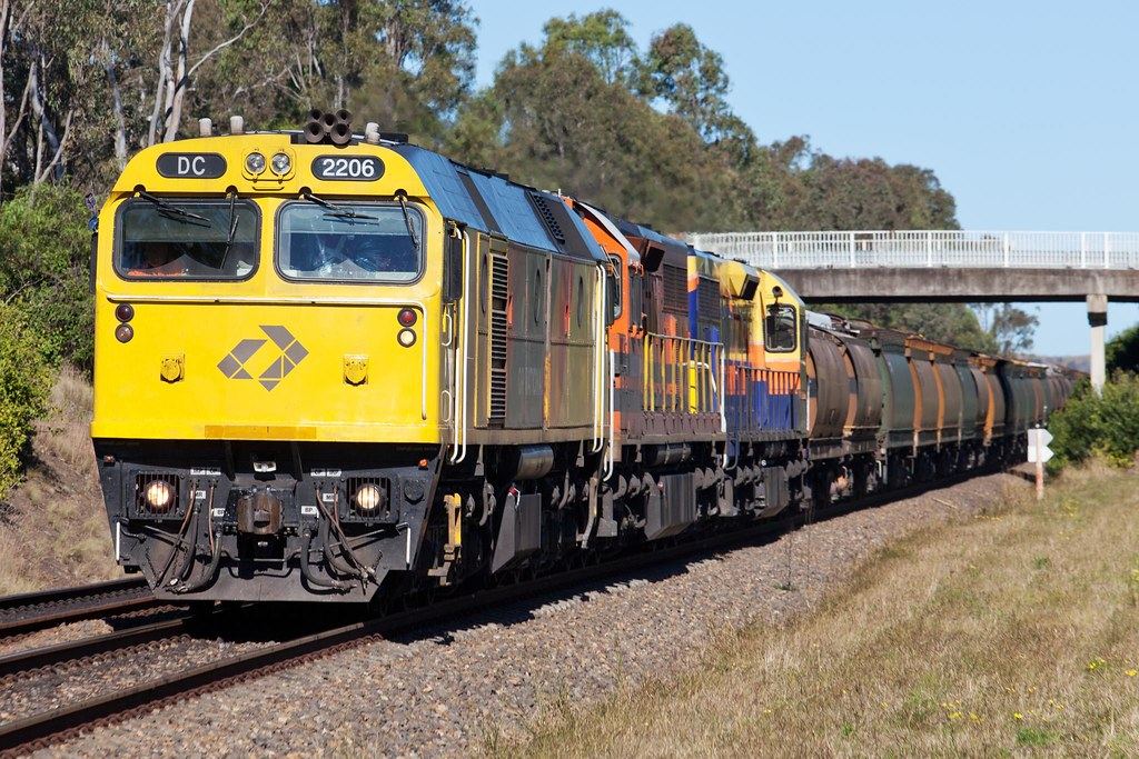DC 2206 at Menangle by Trent