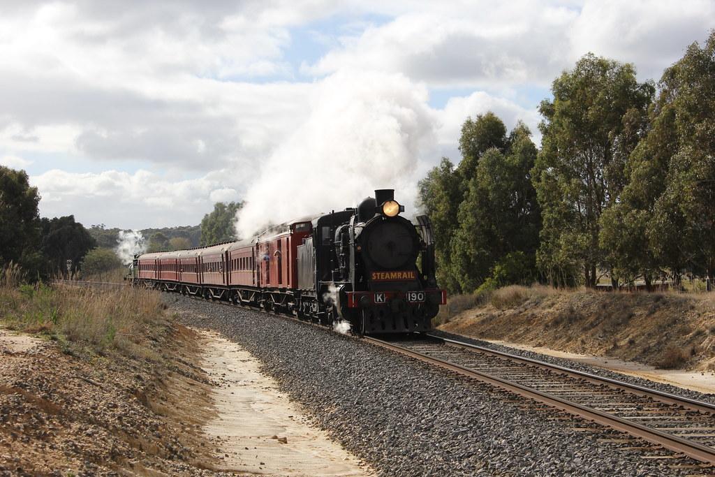 K190 leads the shuttle back to Ballarat seen at Pistol Club Rd by bukk05