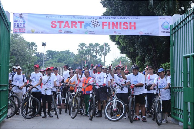 "Indonesia-2016-08-14-Indonesian Cyclists Join ""Peace Road"" Ride"
