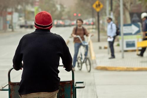 Sta Isabel, triciclo y bici a contramano | by Claudio Olivares Medina