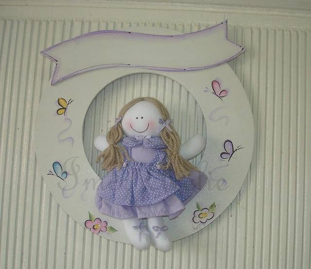 guirlanda com boneca de pano lilas