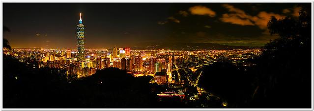 The night view of Taipei 101 Pano