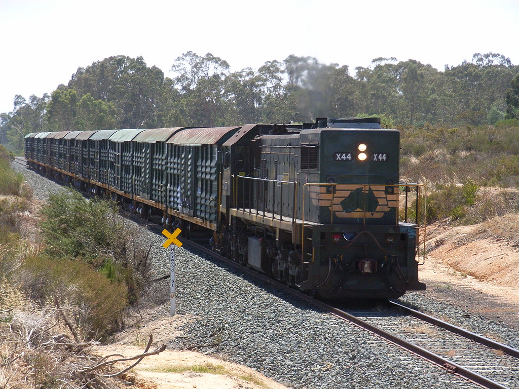 X44 is long end leading as it rolls through White Hills on 9084 by bukk05