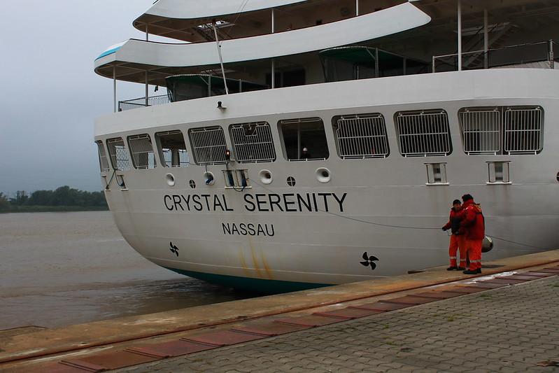 On se sent petit à coté !! - Paquebot Crystal Serenity - Port de Bordeaux-Bassens - 26 mai 2012