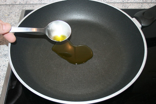 41 - Öl in Pfanne geben / Add oil to pan   by JaBB