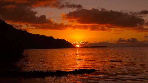 sunset tahiti moorea