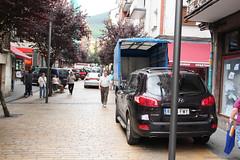 En algunos puntos los vehículos ocupan la parte izquierda y la derecha