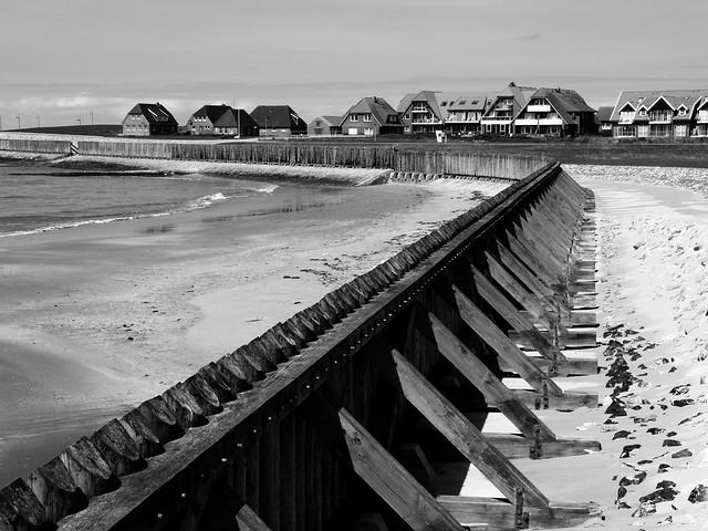 Der historische Wellenbrecher/ The historic groyne