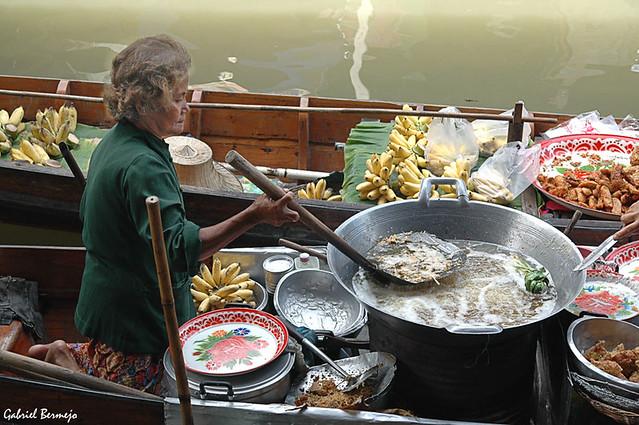 Cocina flotante en el Sudeste Asiático