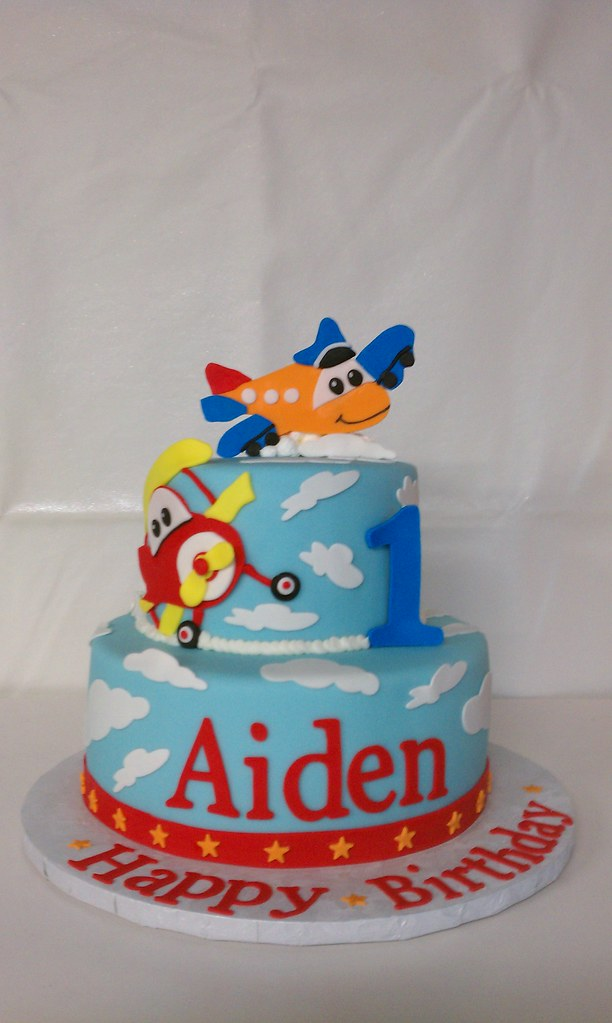 Wondrous Airplane Themed Birthday Cake Clarissa Lopez Flickr Funny Birthday Cards Online Necthendildamsfinfo