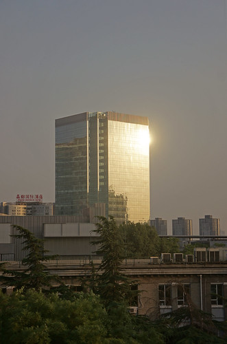 china light sunset sun building tower window architecture outside dusk beijing indigo reflective 北京 中国 建筑 窗外 夕阳 反射 高楼 阳光 酒仙桥 jiuxianqiao 颐堤港