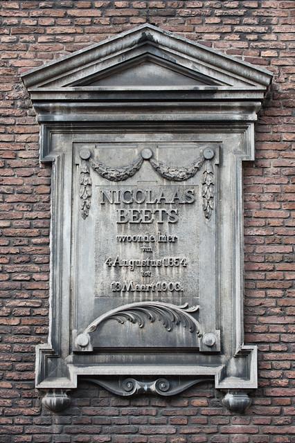 Detailfoto van de herdenkingssteen voor Nicholaas Beets.Foto: Anna van Kooij.