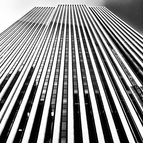 #Newyork #nyc #newyorkcity #manhattan #Photo #Photography #Travel #travelgram #trip #iloveny #ilovenyc #newyorkphoto #instacool #instanewyork #mynyc #bigapple #thebigapple #blackandwhite #bw #igers #Lines #geometry #building #architecture #archilovers #lo | by Mario De Carli