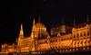 Das Parlamentsgebäude im neogotischen Stil. Unsere Ahnen konnten es beim vorbeischiffen vor 250 Jahren noch nicht sehen, denn es wurde erst 1904 fertiggestellt und ist eines der Wahrzeichen Budapests. Als Vorbild diente der Palace of Westminster in London