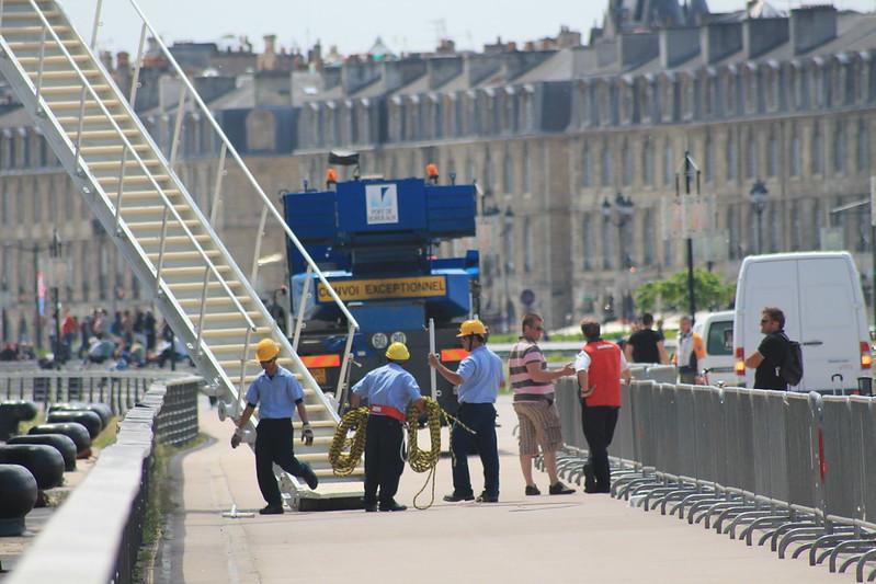 Des travaux ? Non, un paquebot !! - Accostage du Paquebot Silver Explorer à Bordeaux - 12 mai 2012