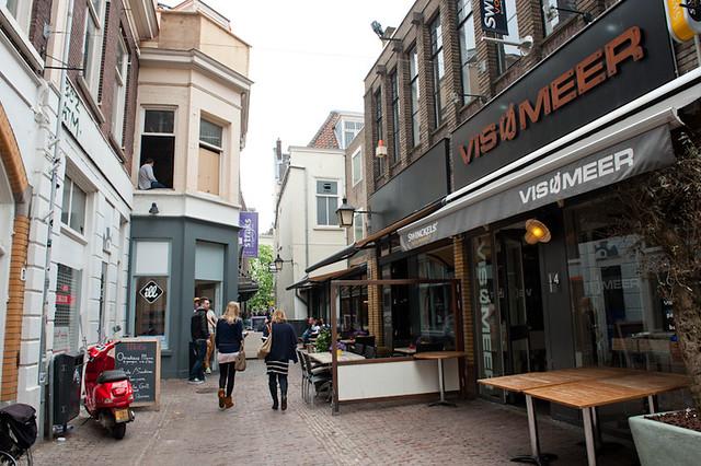 In de Drieharingstraat of Drieharingsteeg woonden zowel Pieter van der Hagen als (jaren later) Eduard van Akaboa. Foto: Anna van Kooij.