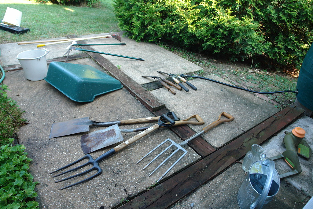 Cleaning Garden Tools