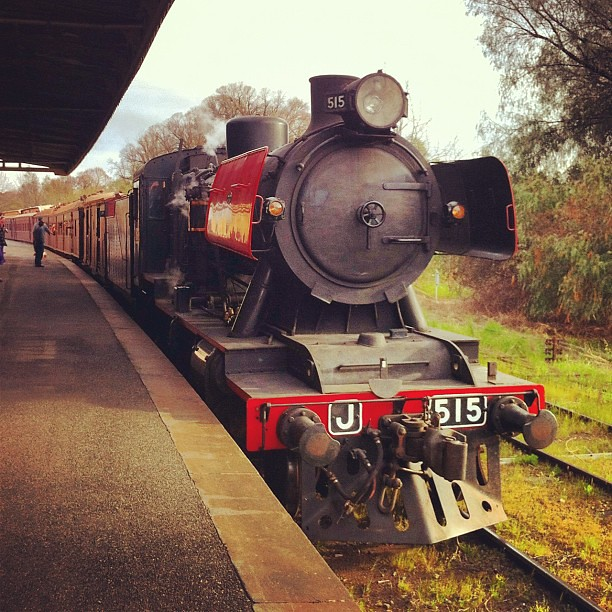 J515 arriving at Castlemaine by LC501
