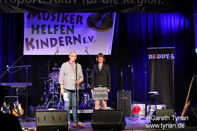 s180407_9347+_BKSDA_MusikerHelfenKinder_Intro