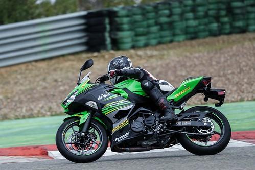 Test sur circuit des nouveaux pneus moto Dunlop SportSmart TT | by dsgforever