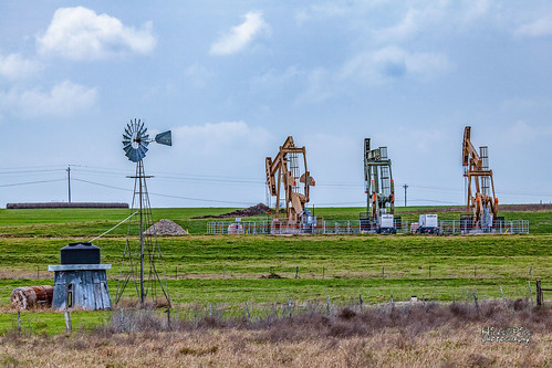 farm oilwell pumps ranch texas windmill shiner unitedstates us