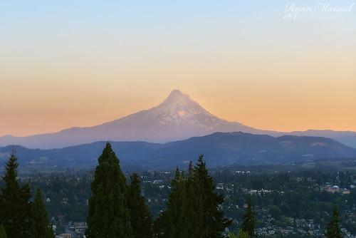 mountain volcano washington nikon dusk columbiariver mthood wa washingtonstate columbiagorge whitesalmon d800e