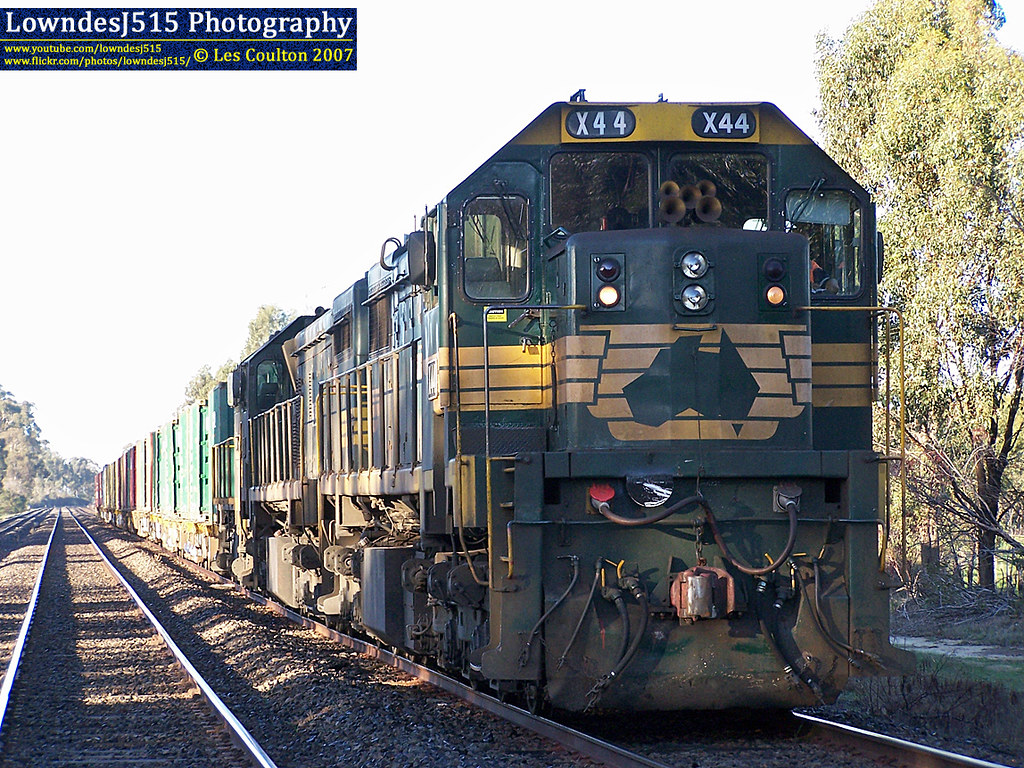 X44, X31 & T402 at Dysart by LowndesJ515