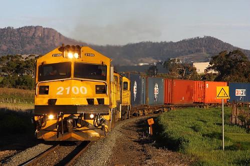 train australia tasmania 32 ee bridgewater freighttrain zp 2100 papertrain englishelectric goodstrain 432 tasrail rogerville canoneos550d zp2100 trainsintasmania zpclass latelighting stevebromley