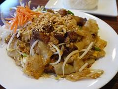 金, 2012-09-14 18:50 - Crispy Pork Pad Thai Flat Noodle