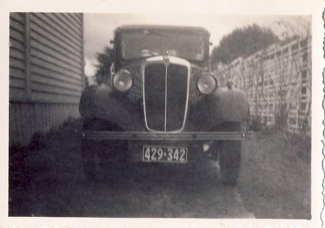 Morris 8   July 1959  driveway