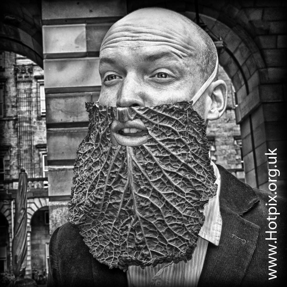 fringe2012,fringe,2012,Edinburgh,Edinburghfringe,high,st,street,royal,mile,tattoo,actor,performer,with,cabbage,beard,vegetable,peterpiper,peter,piper,pipe,b/w,mono,black,white,monochrome,hdr,tony,smith,tonysmith,hotpix,tonysmithhotpix,bald,baldy,beards
