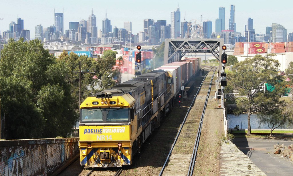 Pacific National Superfreighter at Bunbury Street by S312 Photography