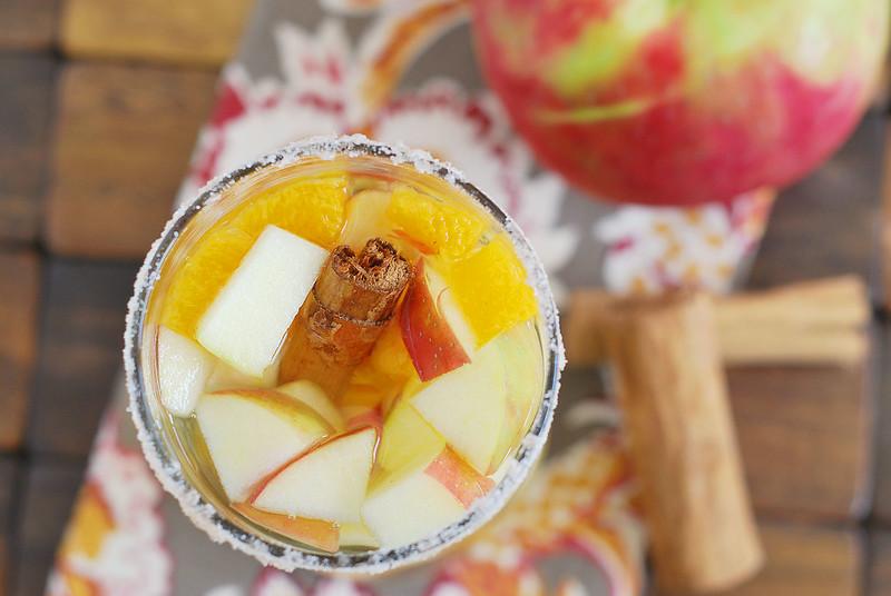 Honeycrisp Apple Sangria - the perfect fall drink! White wine sangria with honeycrisp apples, oranges, ginger, cinnamon, and cloves. Plus a cinnamon sugar rim!