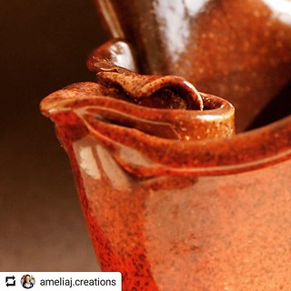 #Repost @ameliaj.creations • • • Monday is #santjordi2018! If you're in Barcelona and looking for a handmade ceramic vase for your roses, I'm selling all my vases at a huge discount this weekend and some I will give away. (I'm in spring cleaning mode!). P | by woss