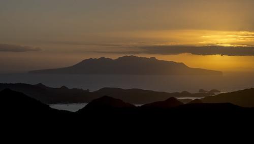 newzealand tramping greatbarrierisland littlebarrierisland barrier island sunset hauraki sea orange sun