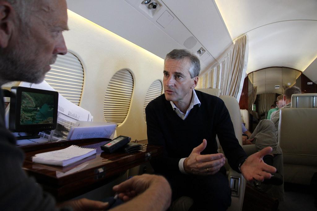 Intervju i fly | Utenriksminister Støre blir intervjuet av M… | Flickr