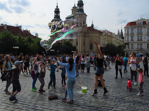 圖07布拉格廣場人來人往,熱鬧異常。