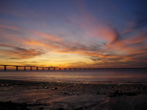 bridge light sky portugal clouds sunrise de pentax lisboa lisbon charles m optio tage 50 tejo 2009 soe vasco philippe lisbonne m50 橋 autofocus gama 川 ポルトガル リスボン platinumheartaward gününeniyisi テージョ川 テージョ ヴァスコ・ダ・ガマ ヴァスコ・ダ・ガマ橋 philch6