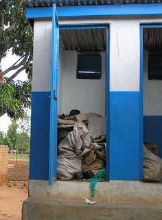 P6040122 Un- or miss-used UDDT Kitgum Town, Northern Uganda