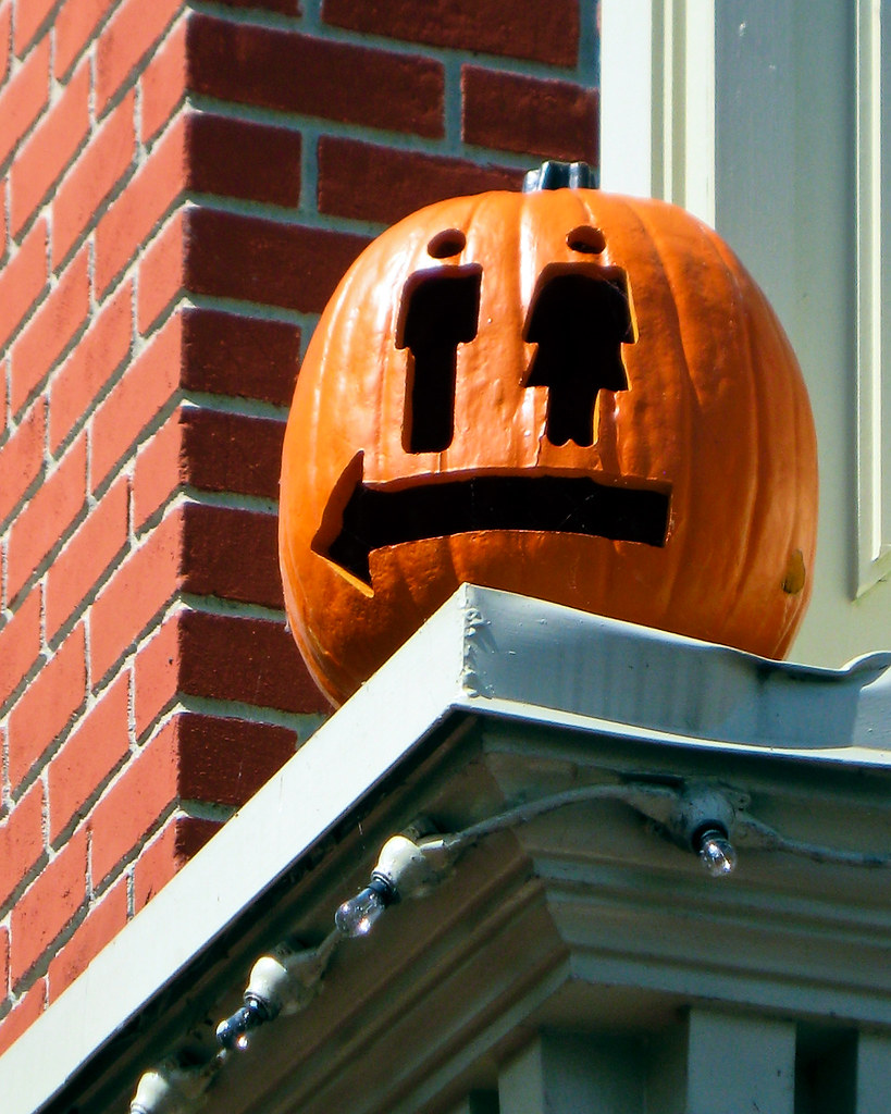 Useful Pumpkin carving at Disneyworld Main St.