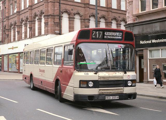 Yorkshire Buses 128 (HED205V)