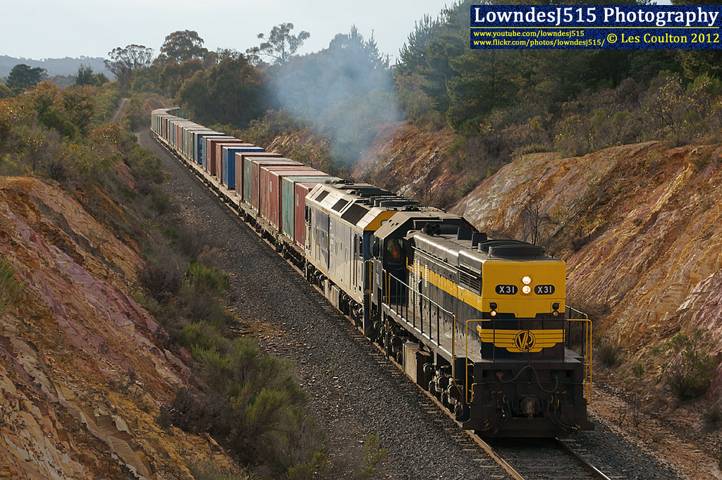 X31 & G515 at Castlemaine by LowndesJ515